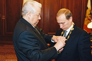 Vladimir_Putin_with_Boris_Yeltsin-3